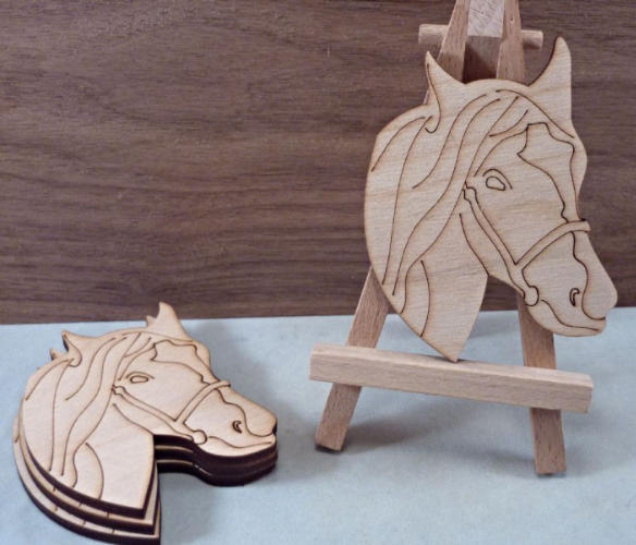Etched Plywood Horse Head Shape - 8 cm