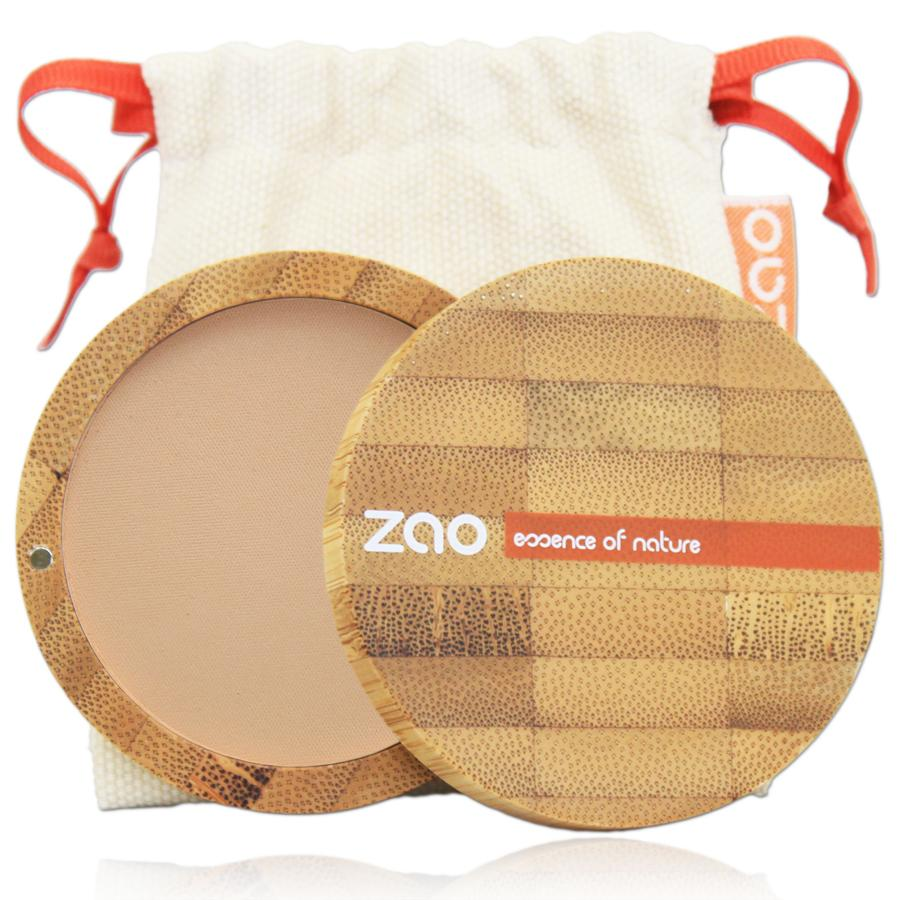 brown beige compact powder in open bamboo compact case, natural white draw string pouch shown behind, label shows Zao.