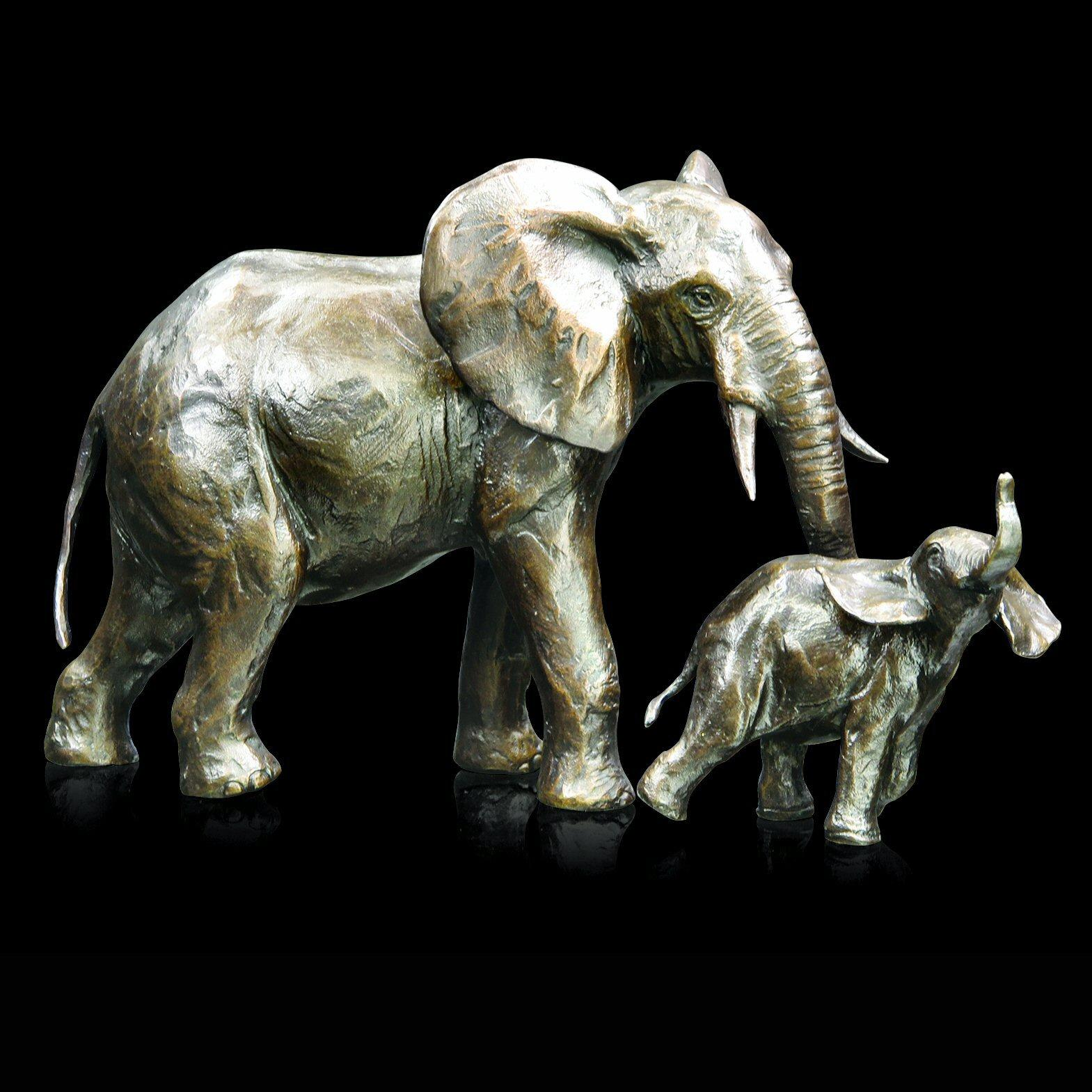 Medium Elephant Cow and Calf (938) in bronze by Michael Simpson