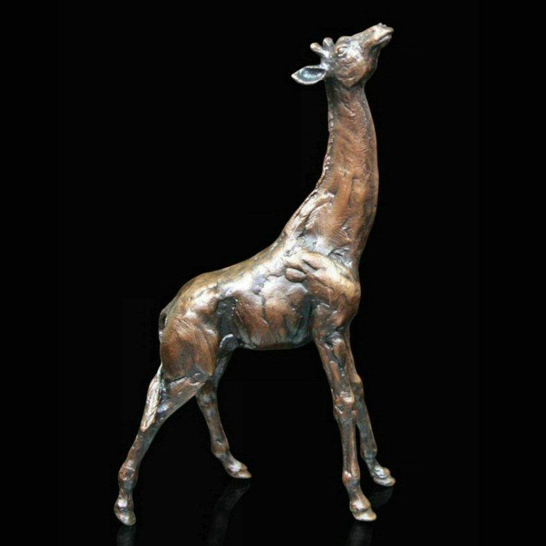Giraffe (482) in bronze by Michael Simpson