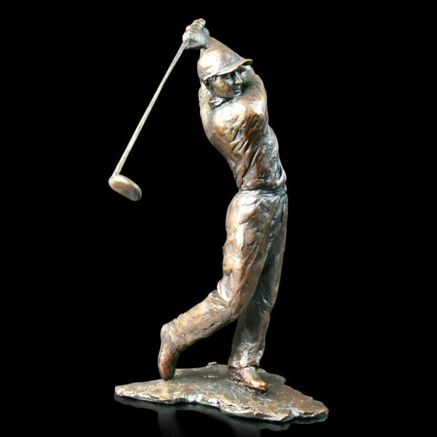 Golfer (668) in bronze by Michael Simpson
