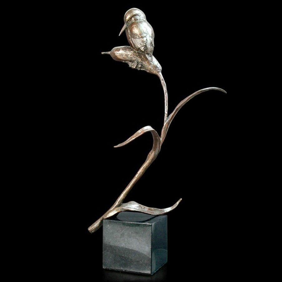 Kingfisher (929) in bronze by Michael Simpson