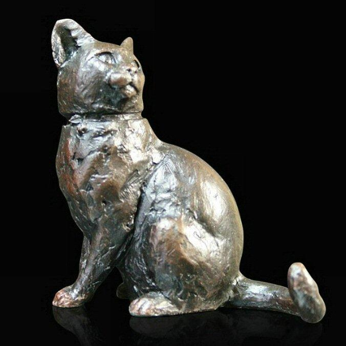Small Cat Sitting (911) in bronze by Michael Simpson