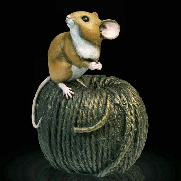Mouse on Ball of Twine (238BR) by Michael Simpson
