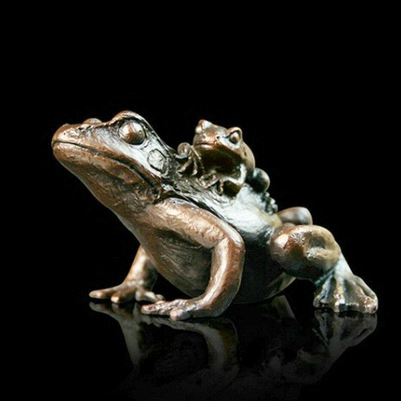 Small Frog with Baby (932)