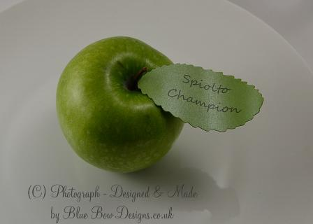 Apple leaf tag on wedding apple
