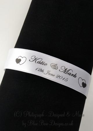 White and black napkin rings