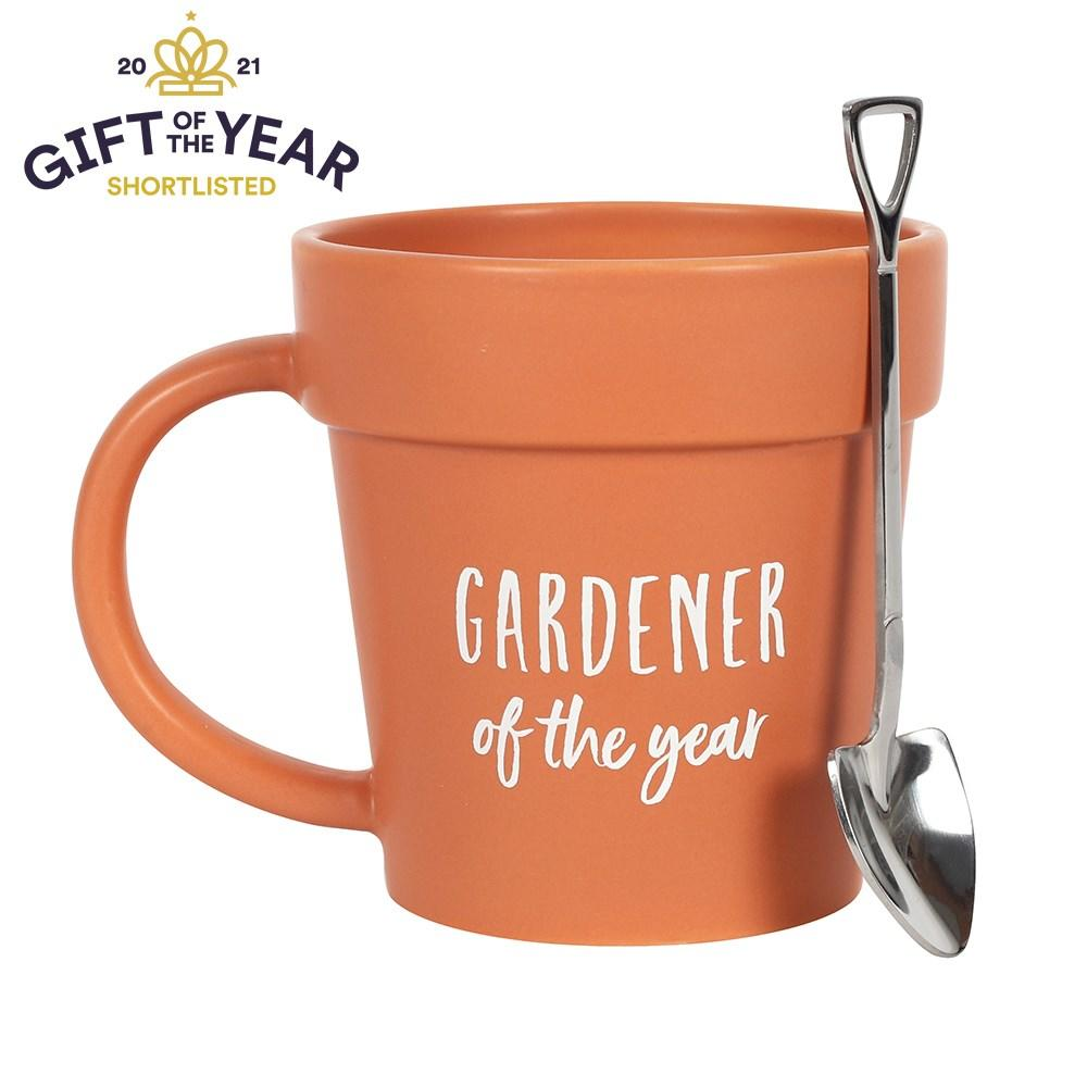 This plant pot-shaped terracotta mug with adorable matching shovel spoon is sure to bring a smile to any gardener's face. With 'Gardener of the year' text and a whimsical design, this will be a firm favourite.