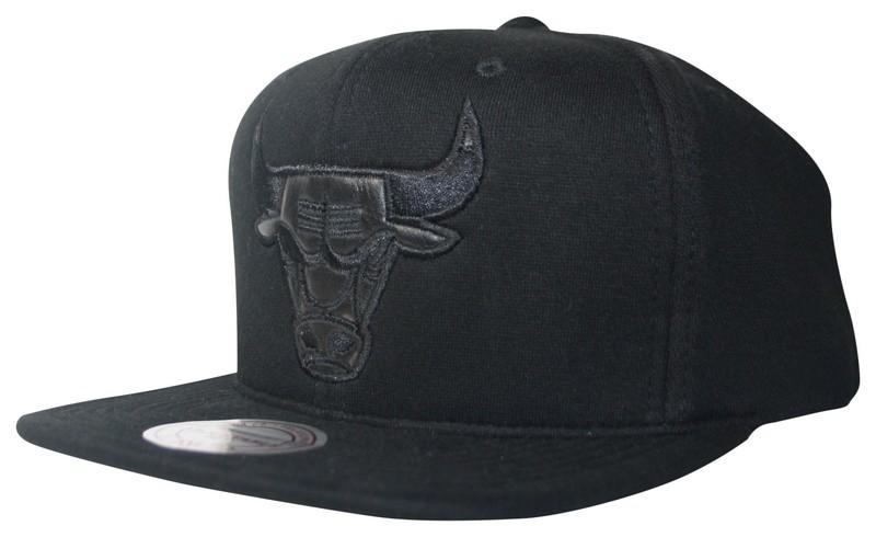 5be764e926d Black Out Snapback Chicago Bulls