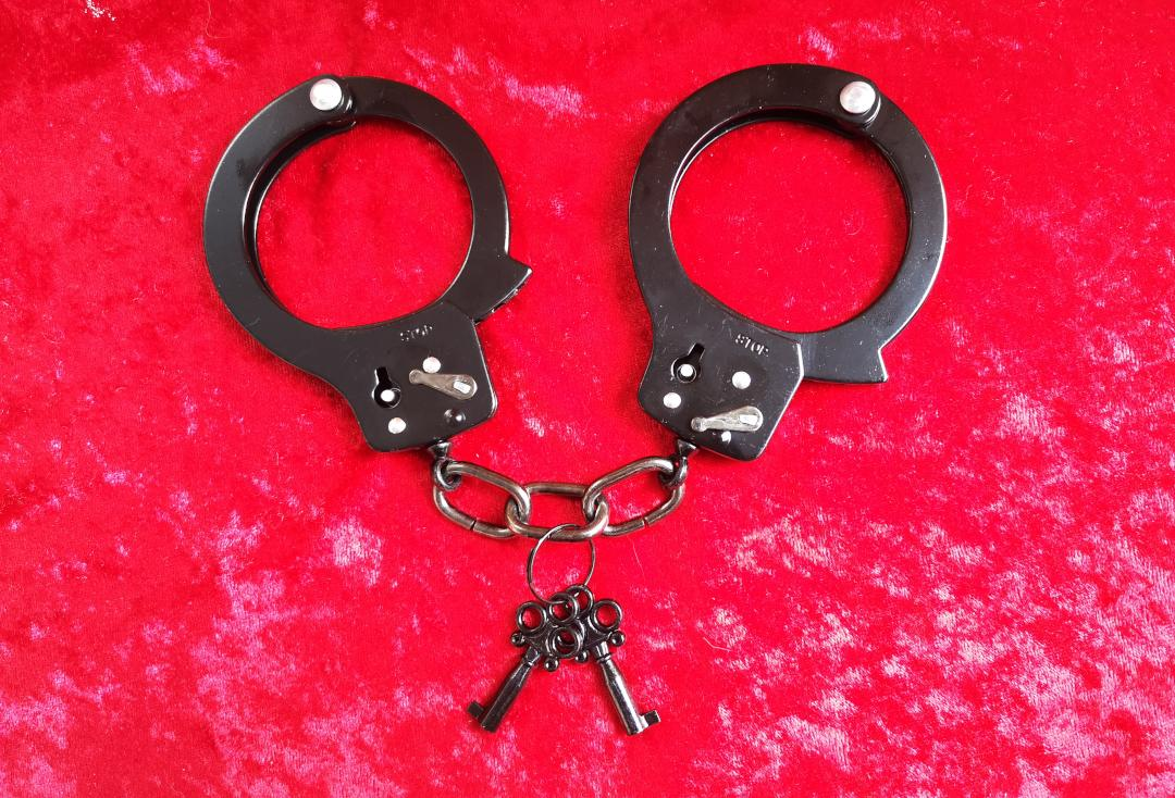 Void Clothing | Black Coated Standard Handcuffs - Closed