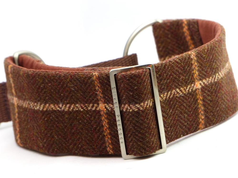 Tweed martingale collar