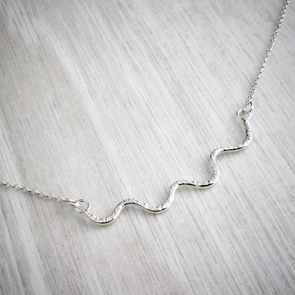 Hammered silver wiggle handmade necklace by Alice Chandler. Image property go THE JEWELLERY MAKERS