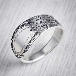 Réalta - Antique Silver Spoon Ring by Evie Milo, Milomade. Image property of THE JEWELLERY MAKERS