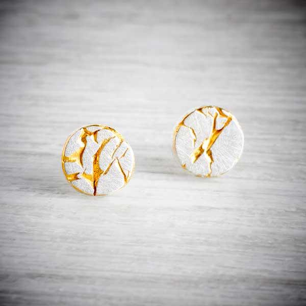 Silver studs with cracks, highlighted in gold, made by Becca Macdonald forTHE JEWELLERY MAKERS