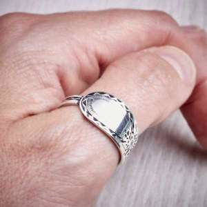 Réalta - Antique Silver Spoon Ring by Evie Milo, Milomade, worn on. Image property of THE JEWELLERY MAKERS