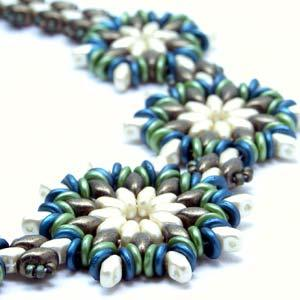 Round About Flower Necklace Pattern by Linda Roberts