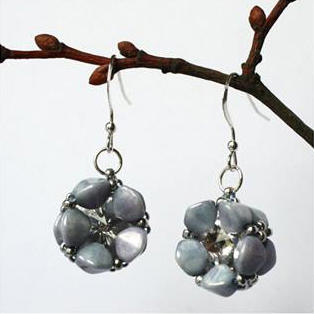 Pinch Blossom Earrings Pattern by Kronbruden