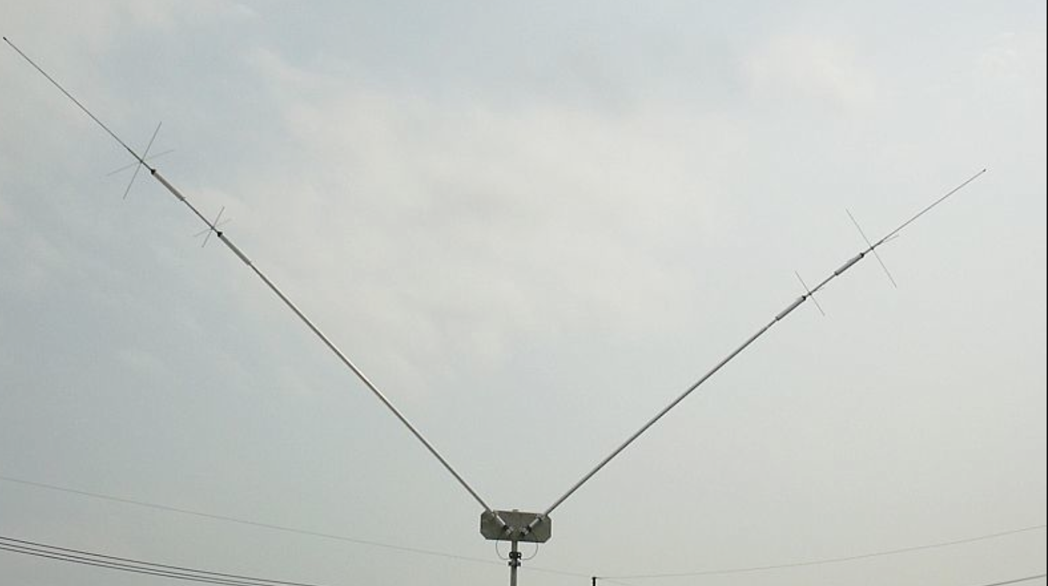 Diamond HFV-8040 3.5-3.805 & 7-7.2 MHz antenna