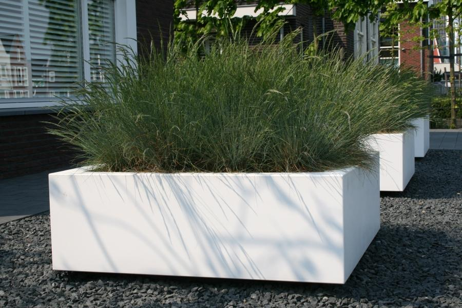 large_low_cubed_garden_planter_fibreglass