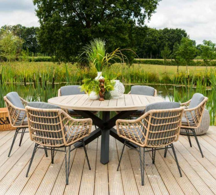 rope garden dining chairs with teak round garden table