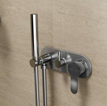 outdoor_shower_stainless_steel_garden_wall_mounted_316_marine_grade_kent_uk
