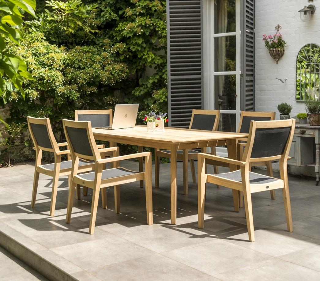 wood_garden_dining_table_textilene_armchairs_dining_roble_hardwood_modern