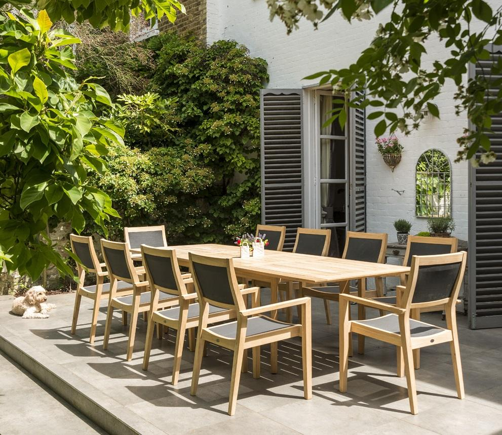wood_extending_garden_dining_table_outdoor_modern_roble_hardwood