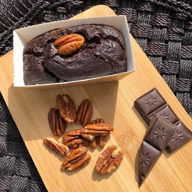 Chocolate brownie with nuts 100% natural ingredients