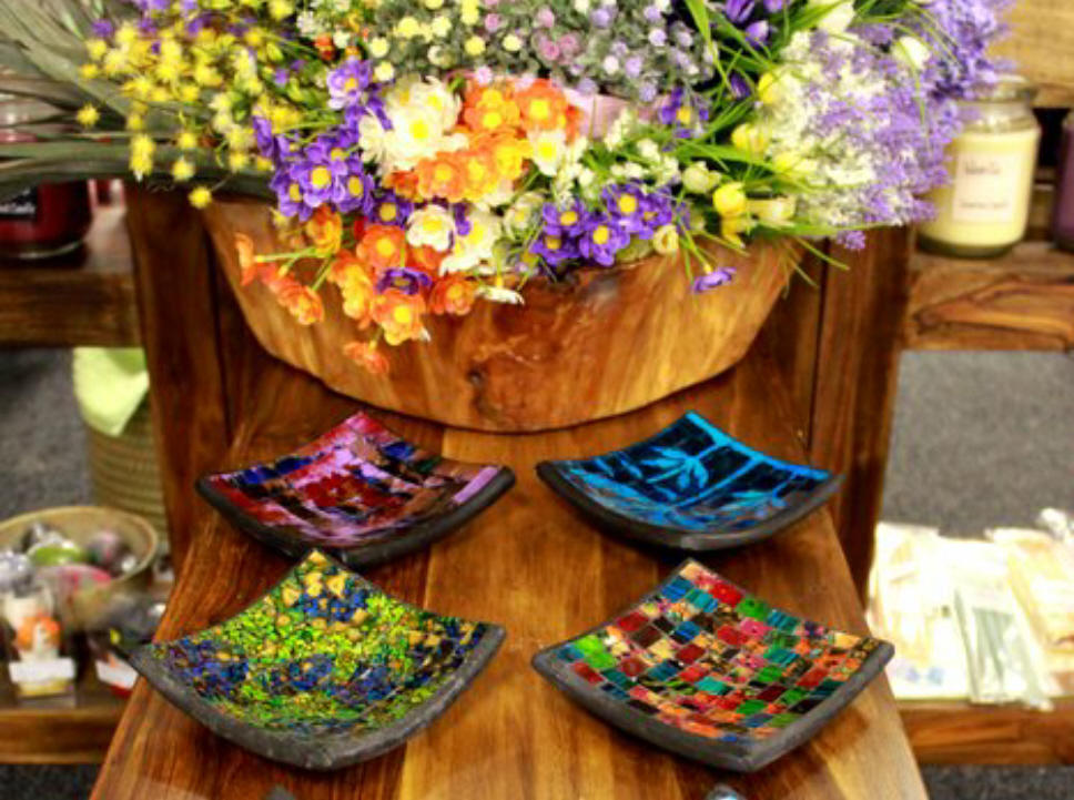 Decorative dishes & bowls