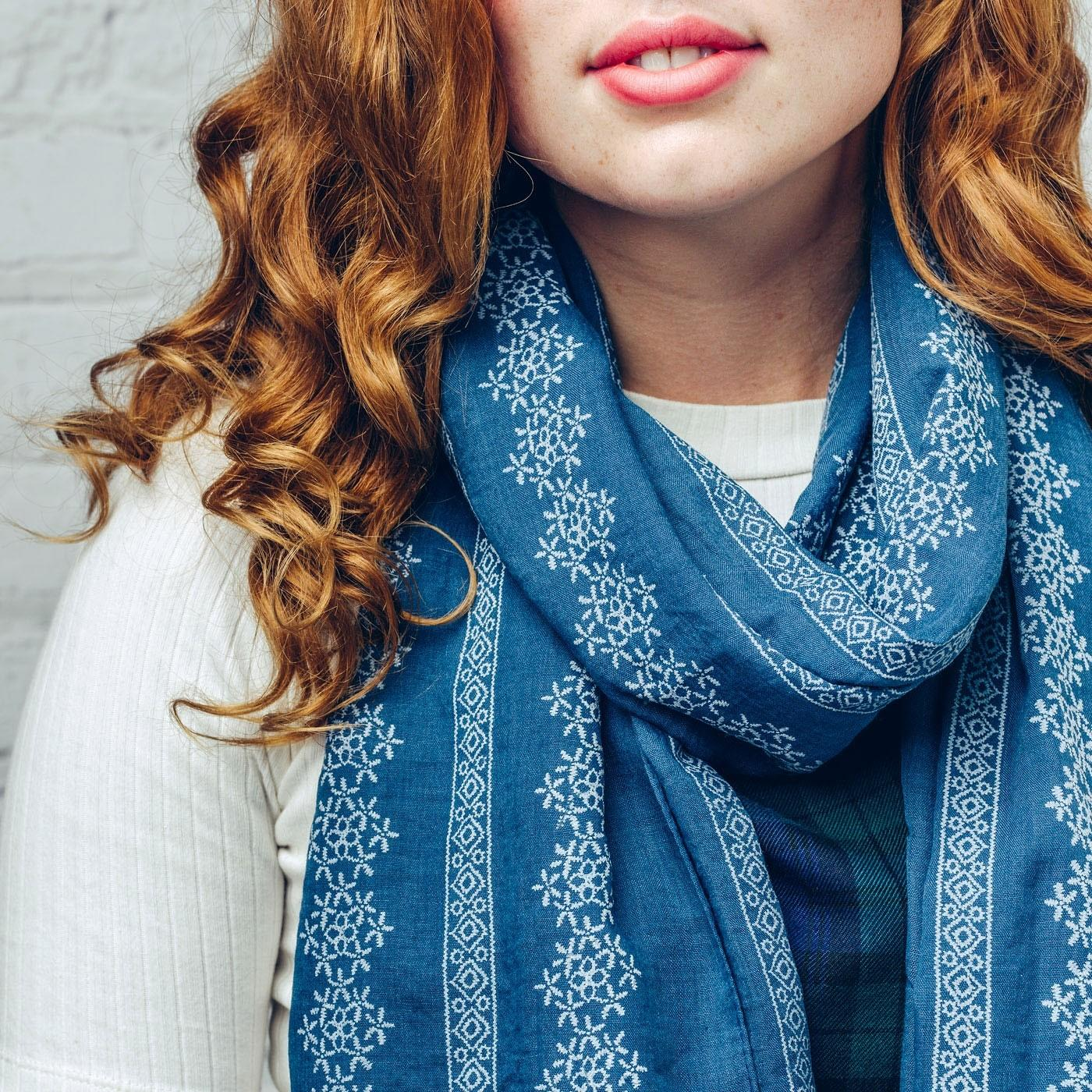 Kelly daisy scarf in blue