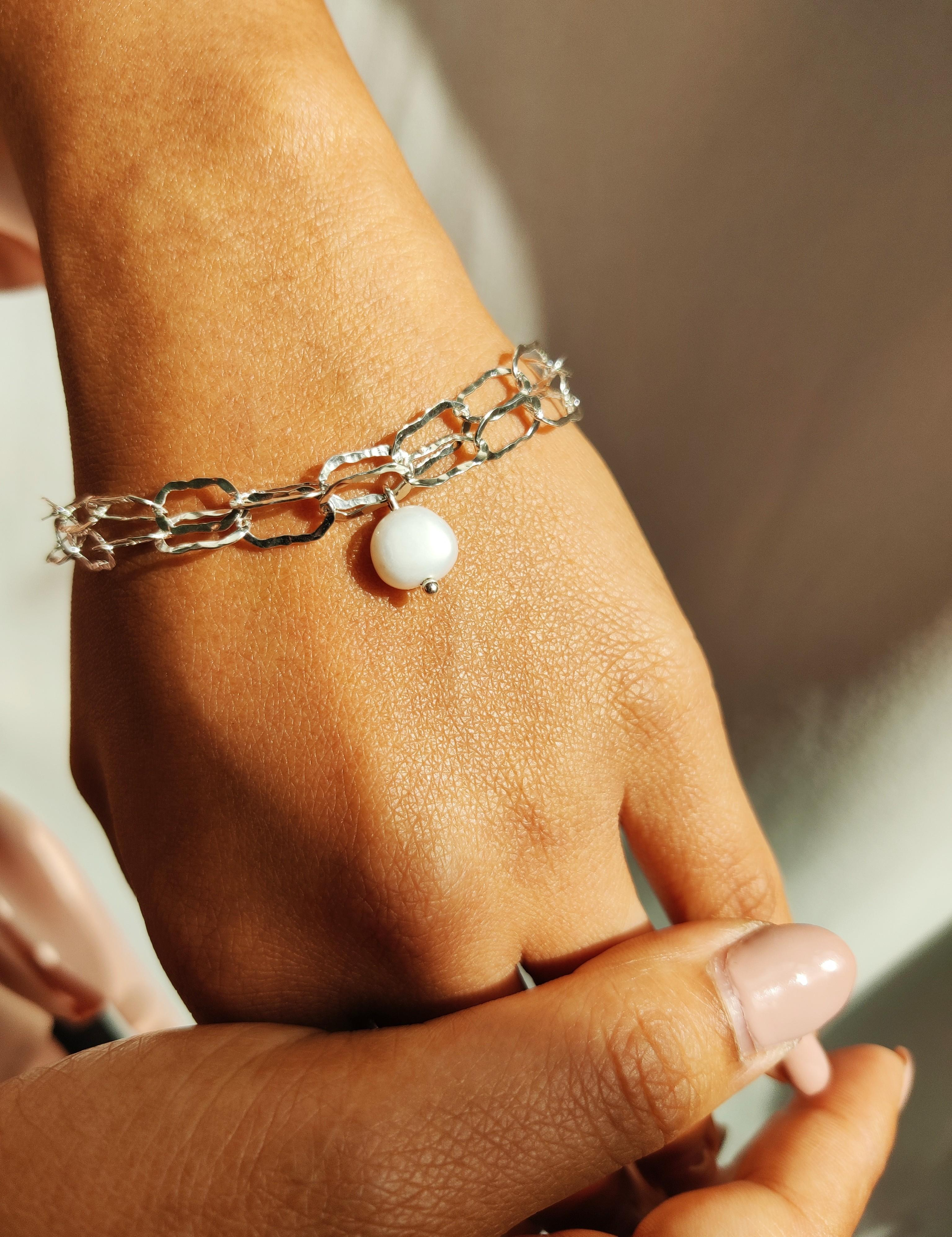 Lovely Paper Chain Bracelet with pearl The Diamond Setter