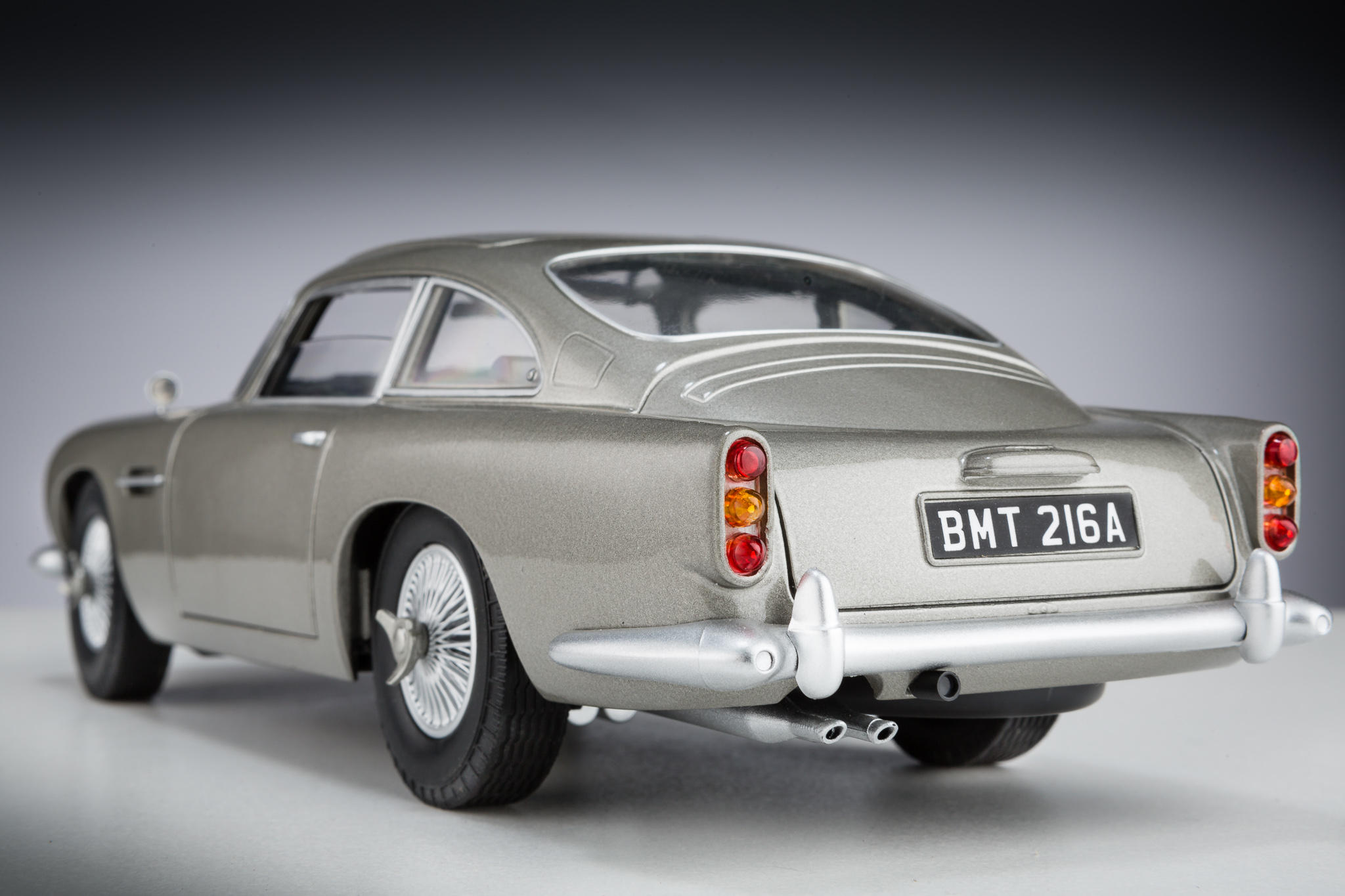 james bond goldfinger aston martin db5. Black Bedroom Furniture Sets. Home Design Ideas