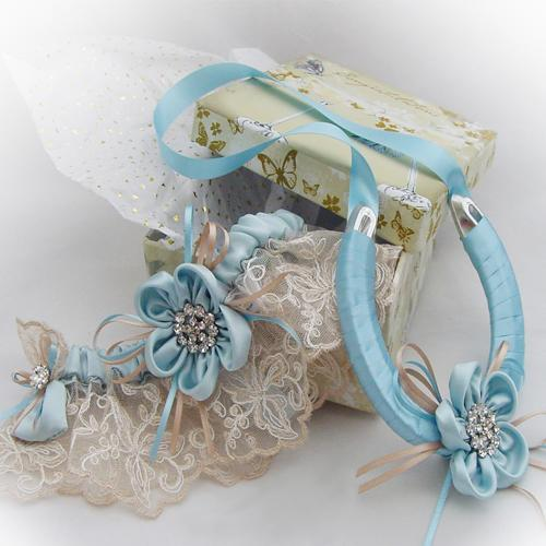 Ayana Bespoke Wedding Garter and Horseshoe Sets For The Bride!