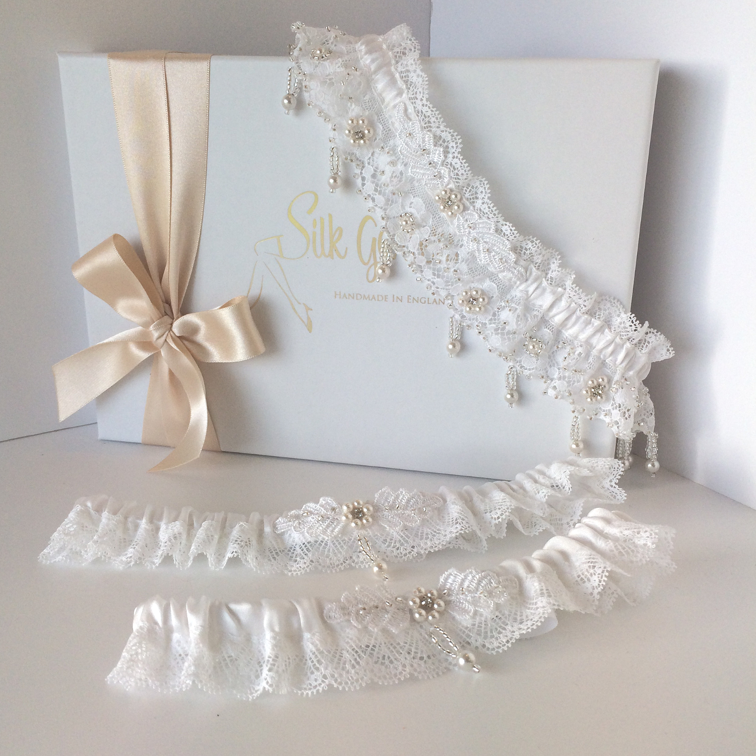 Luxury white wedding garter