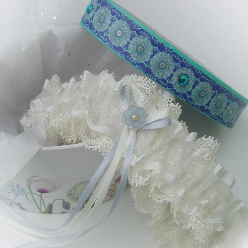 Dainty ivory layers wedding garter