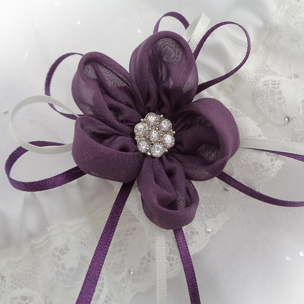 Exclusive wedding garter set