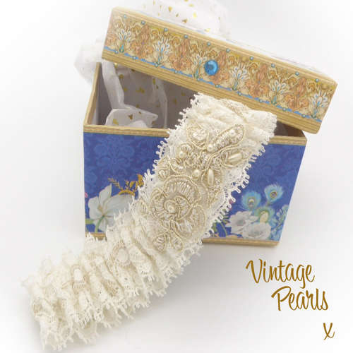 Bridal garter in peacock box golden pearls