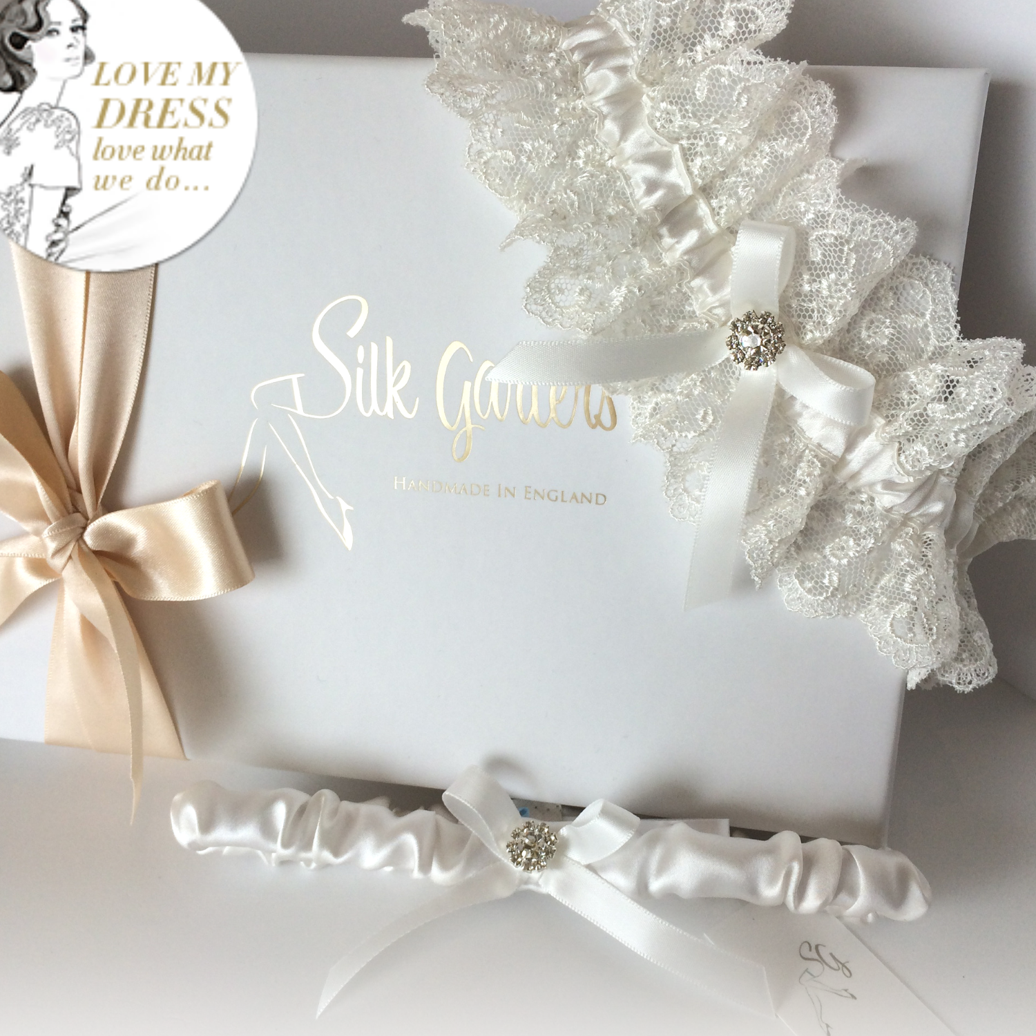 luxury bride gift wedding garter set ivory