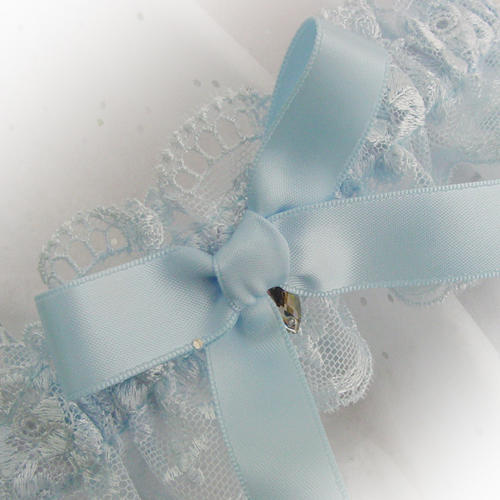 Bridal garter with pretty scallop edge uk