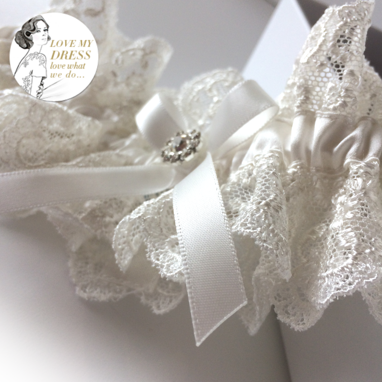 Luxury ivory wedding garter set Nottingham Lace