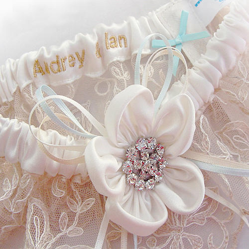 Ivory silk daisy wedding garter