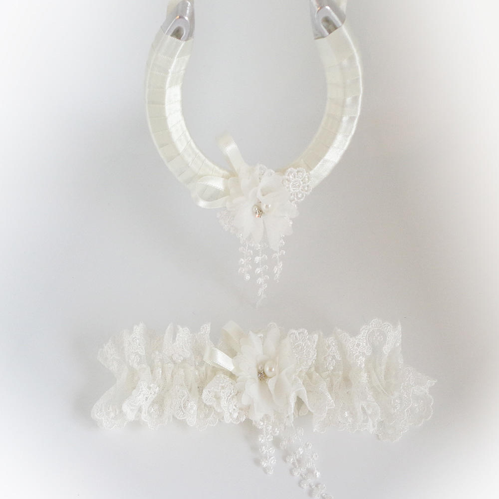 Luxury Ivory wedding garter and horseshoe set