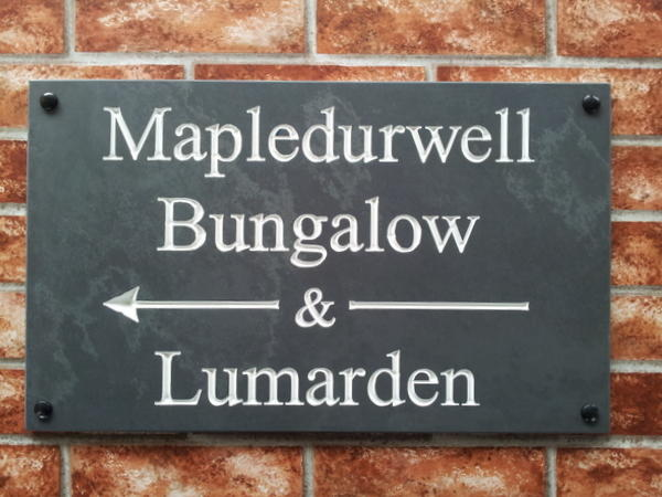 Large slate directional sign with arrows - 500mm x 300mm