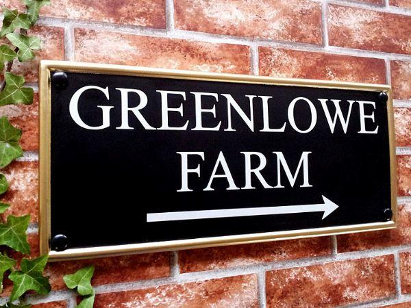 Large house sign with direction arrow 445mm x 200mm