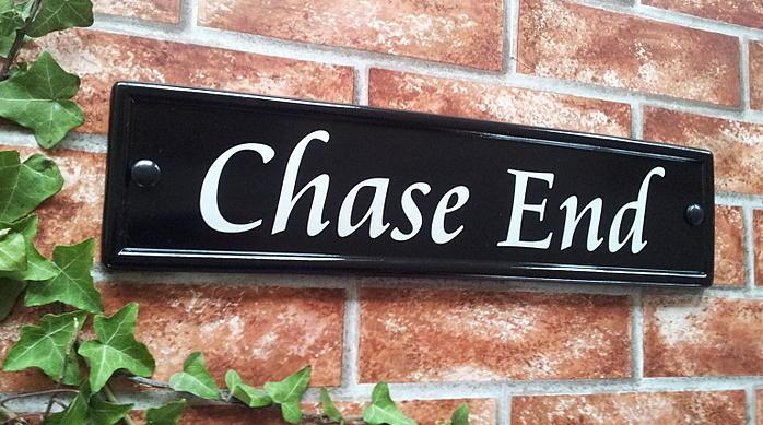 Rectangle in black displaying Chase End