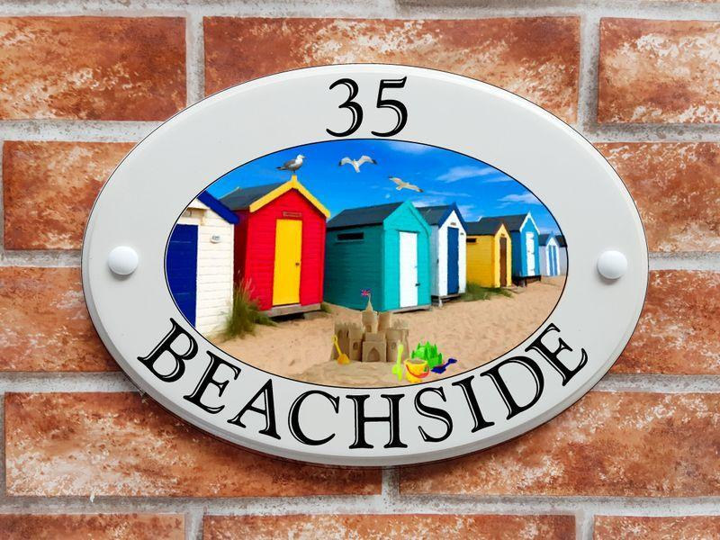 Beach huts at the seaside (code 018)