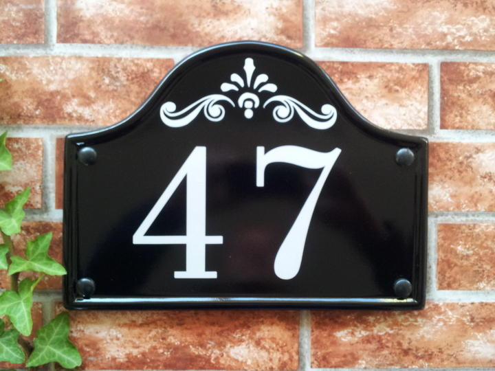 Bridge top house plate with number 47 and decorative scroll 290mm x 220mm