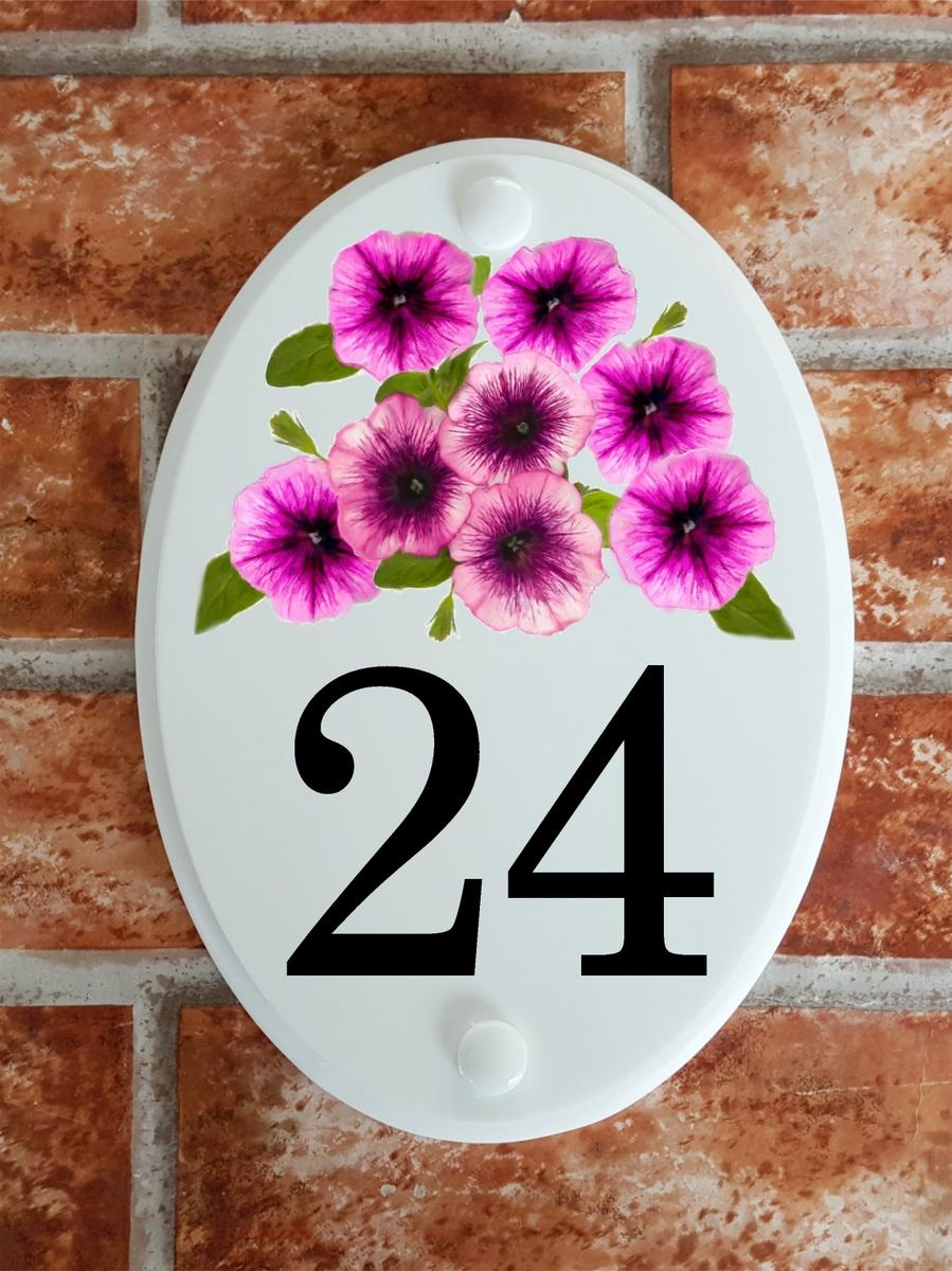 House number with petunia flowers motif