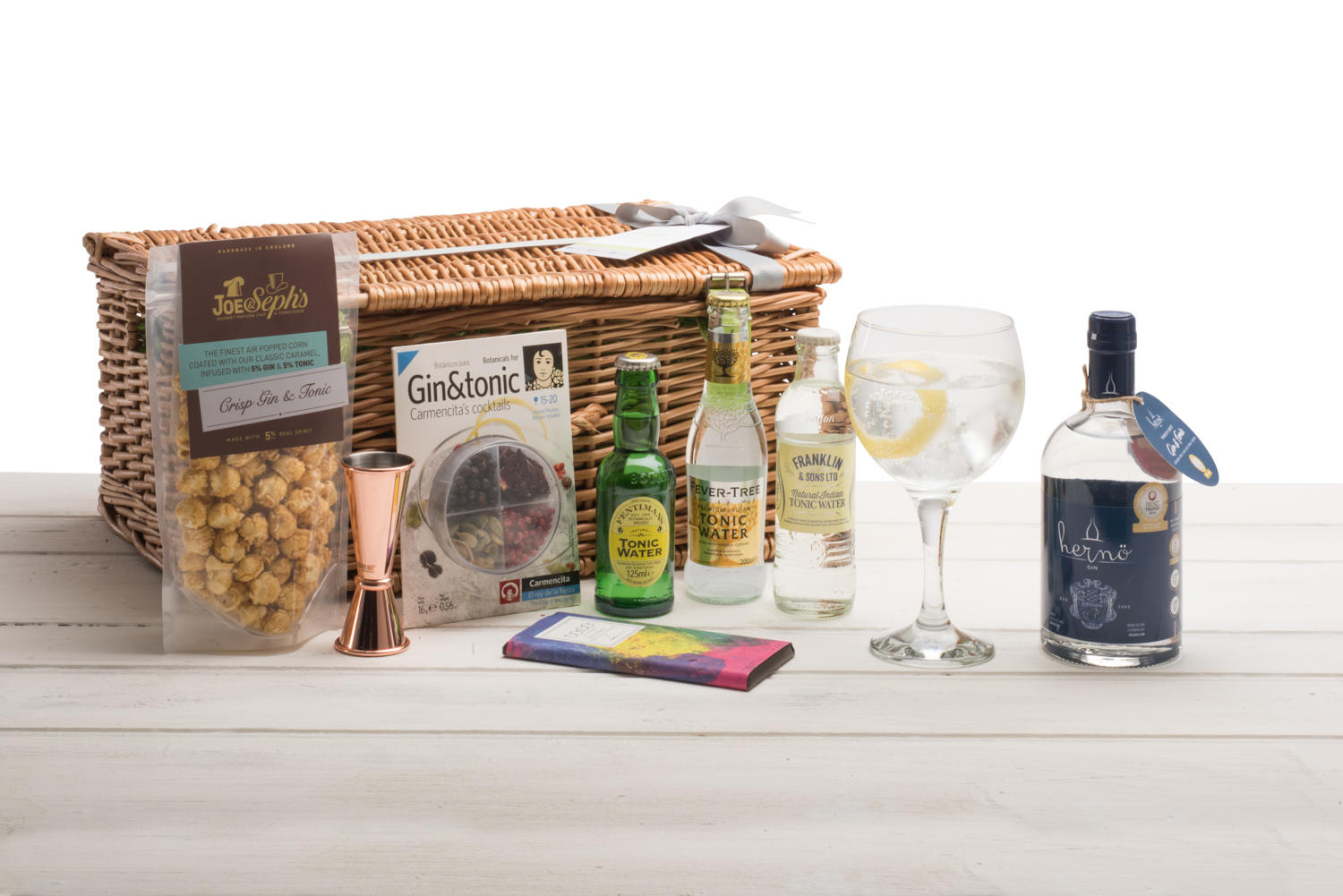 Hernö Gin Wicker Hamper