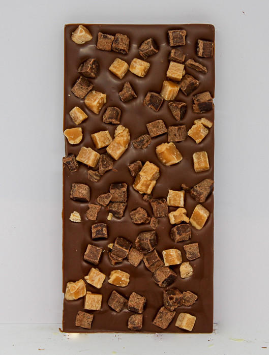 34% milk chocolate topped with caramel and brownie fudge pieces
